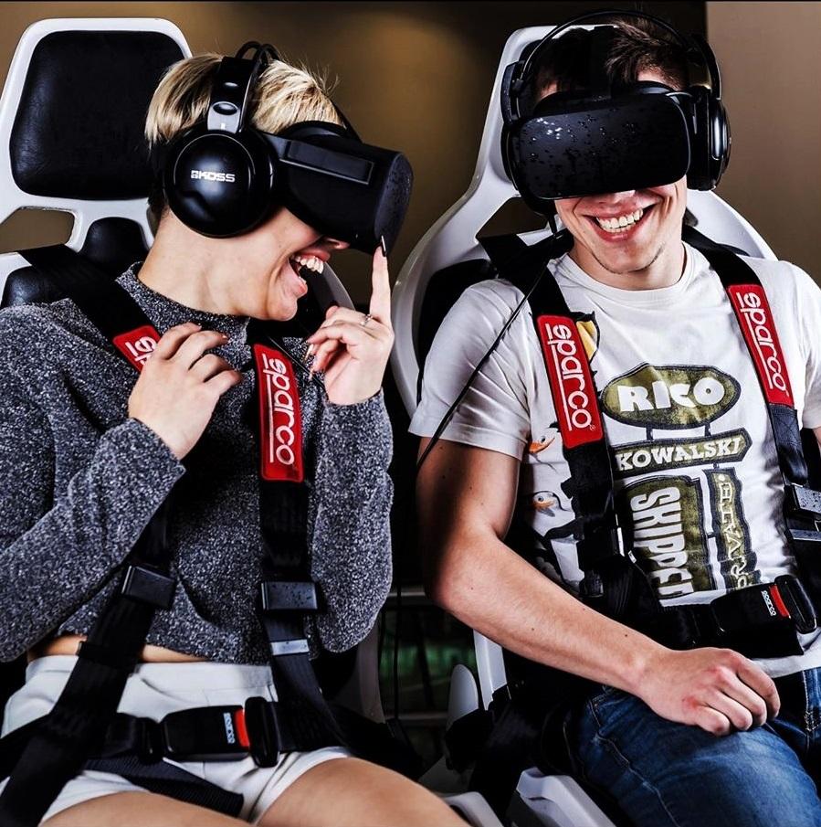 Экшен - фильм для пары в виртуальных очках